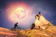 隔夜上升在岩石 免版税库存图片