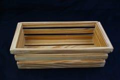 隔绝有夹子把柄的木箱在黑背景 免版税库存图片