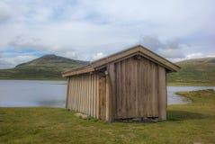 隔绝钓鱼在一个湖的小屋在挪威- 3 库存照片