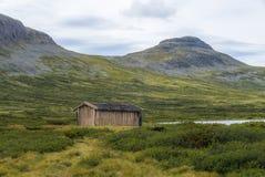 隔绝钓鱼在一个湖的小屋在挪威- 4 库存图片