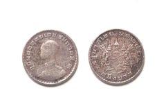 隔绝1962在白色背景的老泰国硬币 图库摄影