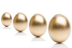 从隔绝的金黄鸡蛋在白色背景 免版税库存照片