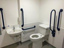 障碍容易接近的卫生间 库存照片