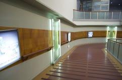 障碍容易接近的楼梯在博物馆 库存照片