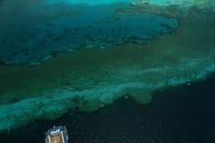 障碍潜水的极大的礁石水肺 库存图片