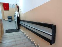 障碍电梯,无效轮椅的推力 免版税库存图片