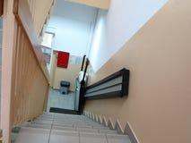 障碍电梯,无效轮椅的推力 库存照片