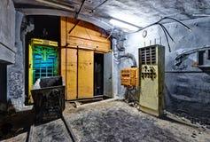 隧道内部在被放弃的煤矿 免版税库存照片