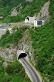 隧道和桥梁在峡谷在力耶卡,克罗地亚 免版税库存照片