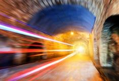 隧道和汽车 免版税库存图片