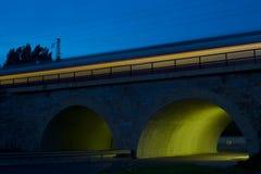隧道在晚上 免版税库存图片