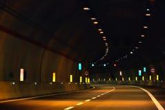 隧道在晚上 库存照片