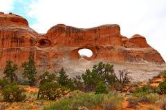 隧道曲拱在拱门国家公园,犹他, 库存照片