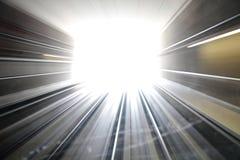 隧道的抽象轻的末端,前移 库存图片