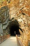 隧道通过山 库存照片