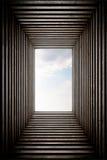 隧道endeing的天空视图 免版税库存照片