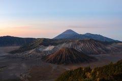 难以置信的看法在布罗莫火山腾格尔塞梅鲁火山国立公园 免版税库存图片