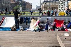 难民和移民搁浅在芽的Keleti火车站 库存照片