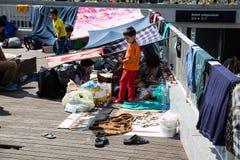 难民和移民搁浅在芽的Keleti火车站 免版税库存照片