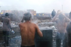 难民在冬天期间在塞尔维亚 免版税库存图片
