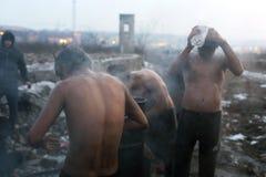 难民在冬天期间在塞尔维亚 库存图片