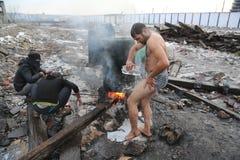 难民在冬天期间在塞尔维亚 免版税图库摄影