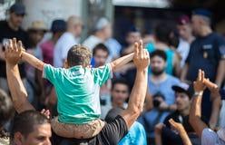 难民抗议在Keleti火车站在布达佩斯 免版税图库摄影