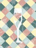 难看的东西与香槟玻璃的葡萄酒背景 餐馆 免版税库存照片