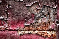 难看的东西在老铁锈金属背景的被剥皮的油漆 库存图片