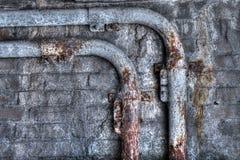 难看的东西生锈的管子 免版税库存照片