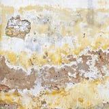 难看的东西破裂的砖灰泥墙壁背景 图库摄影