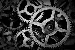 难看的东西齿轮,嵌齿轮转动黑白背景 工业,科学 免版税库存图片
