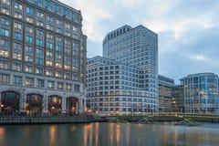 黄雀色伦敦英国码头 免版税图库摄影