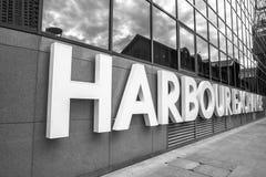 黄雀色伦敦英国码头 免版税库存照片