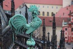 雄鸡的雕象 免版税库存图片