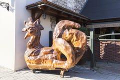 雄鸡,传奇标志的城市,卡齐米日Dolny,波兰小雕象  免版税图库摄影