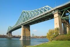 雅克・卡蒂埃桥梁在蒙特利尔在魁北克 库存图片