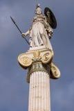雅典娜在雅典科学院,希腊前面的女神雕象 免版税图库摄影