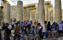 雅典希腊;30 08 2010年:对帕台农神庙的入口 免版税库存照片