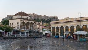雅典希腊/2018年8月16日:正方形的看法与Acropoli的 免版税库存图片
