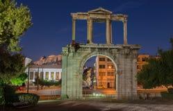 雅典希腊 Hadrian曲拱在晚上 库存图片