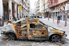 雅典护拦被烧的汽车 免版税库存图片