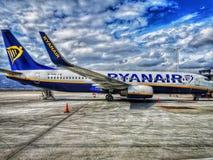 雅典机场eleytherios venizelo,瑞安航空公司飞机,停放 免版税库存图片