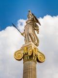从雅典科学院的雅典娜雕象 库存图片