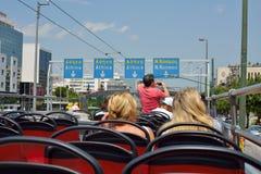 雅典观光的公共汽车 有音频指南的露天游览车 库存照片