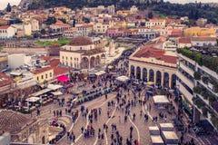 雅典,希腊, 03 03 2018年:雅典市看法有Lycabettus小山的在背景中 雅典市看法有Plaka neighborhoo的 免版税库存图片