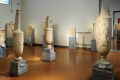 雅典,希腊, 2016年9月, 03日 希腊人展览在考古学博物馆,雅典,希腊 从古希腊ceme的葬礼缸 免版税库存图片
