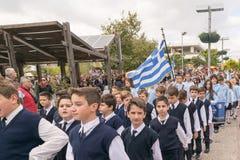 雅典,希腊, 2015年10月28日 在Ochi天的逐年全国庆祝的学生游行反对意大利人的 免版税库存照片