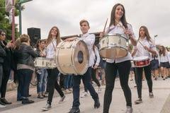 雅典,希腊, 2015年10月28日 孩子在希腊在OXI天的记忆里游行反对意大利人 图库摄影