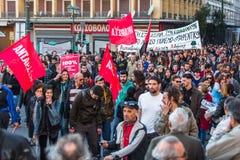 雅典,希腊-在雅典大学附近的无政府主义者抗议者 免版税图库摄影
